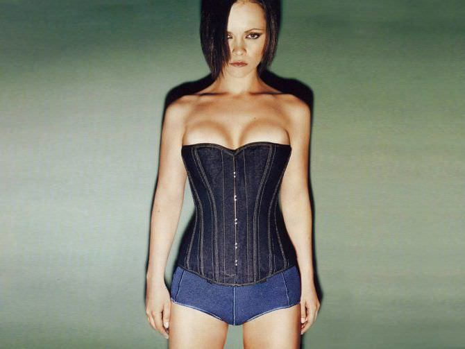 Кристина Риччи фото в джинсовом корсете