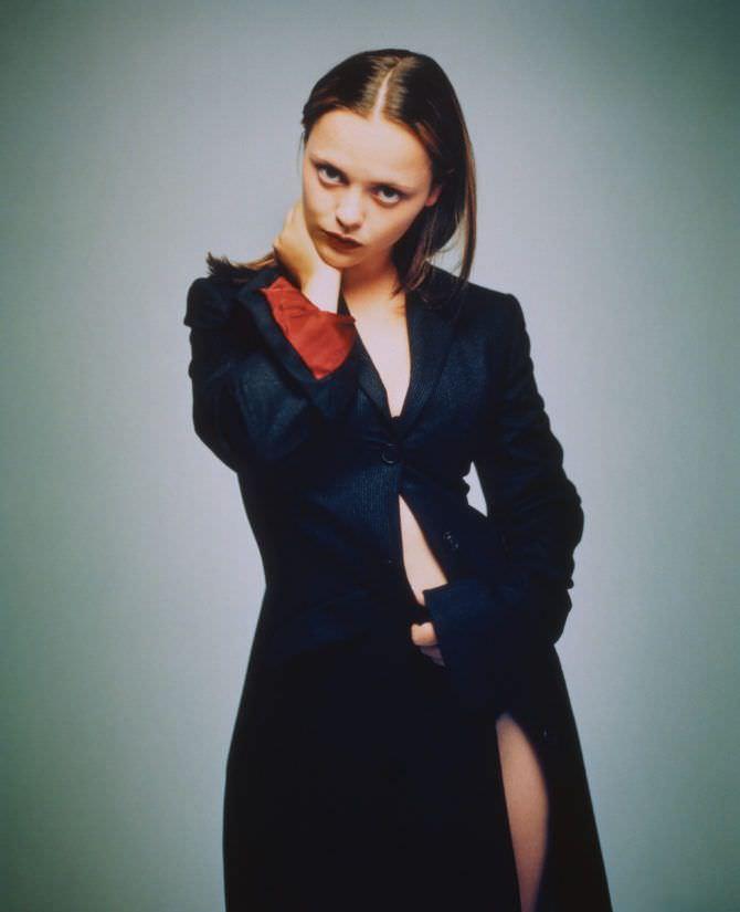 Кристина Риччи фотография в длинном пиджаке