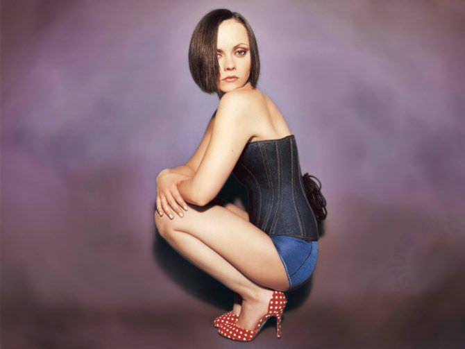Кристина Риччи фотография в корсете на шнуровке