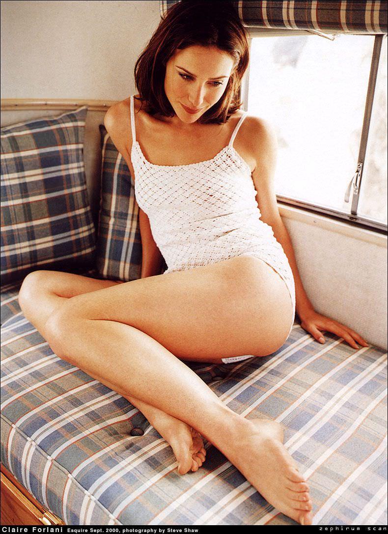 Клэр Форлани фото на постели
