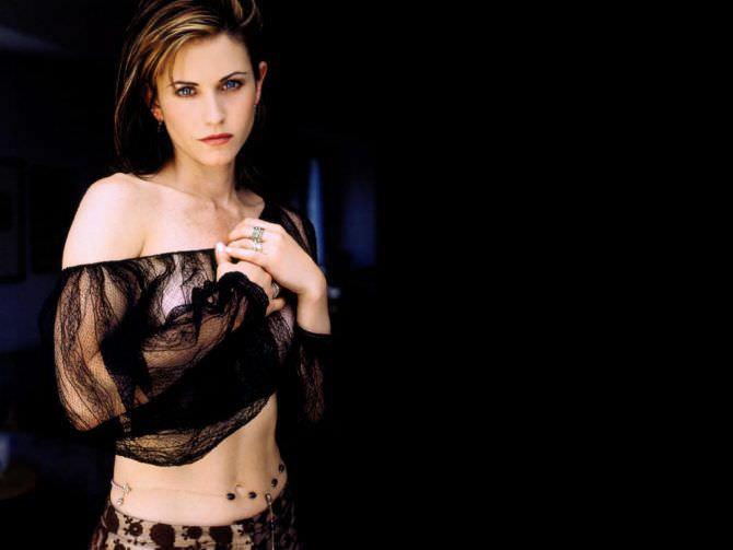 Кортни Кокс фото в прозрачной блузке