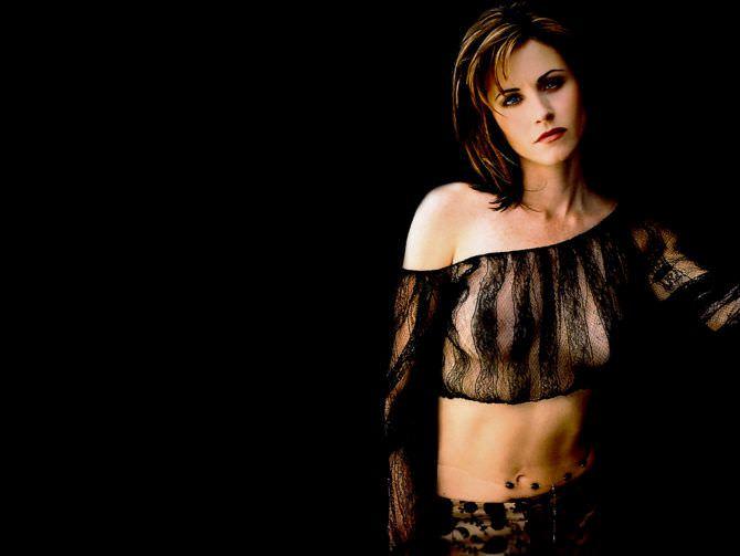 Кортни Кокс фотография в чёрной тонкой блузке