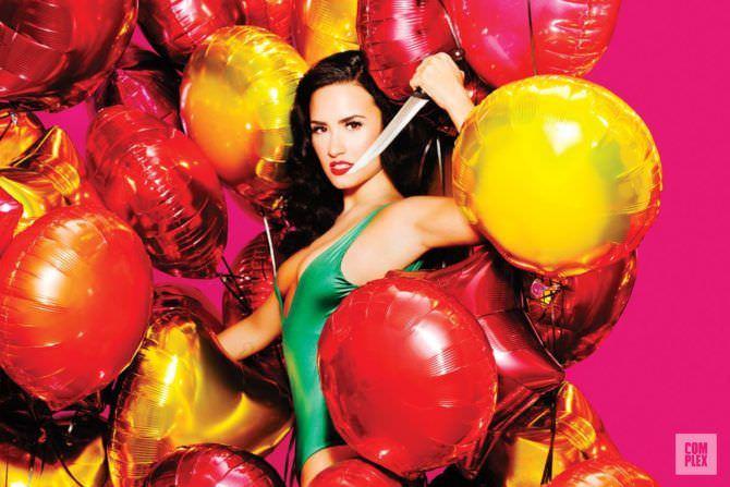 Деми Ловато фото с яркими шарами
