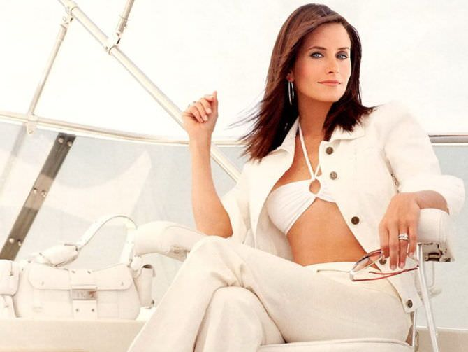Кортни Кокс фотография в белом костюме