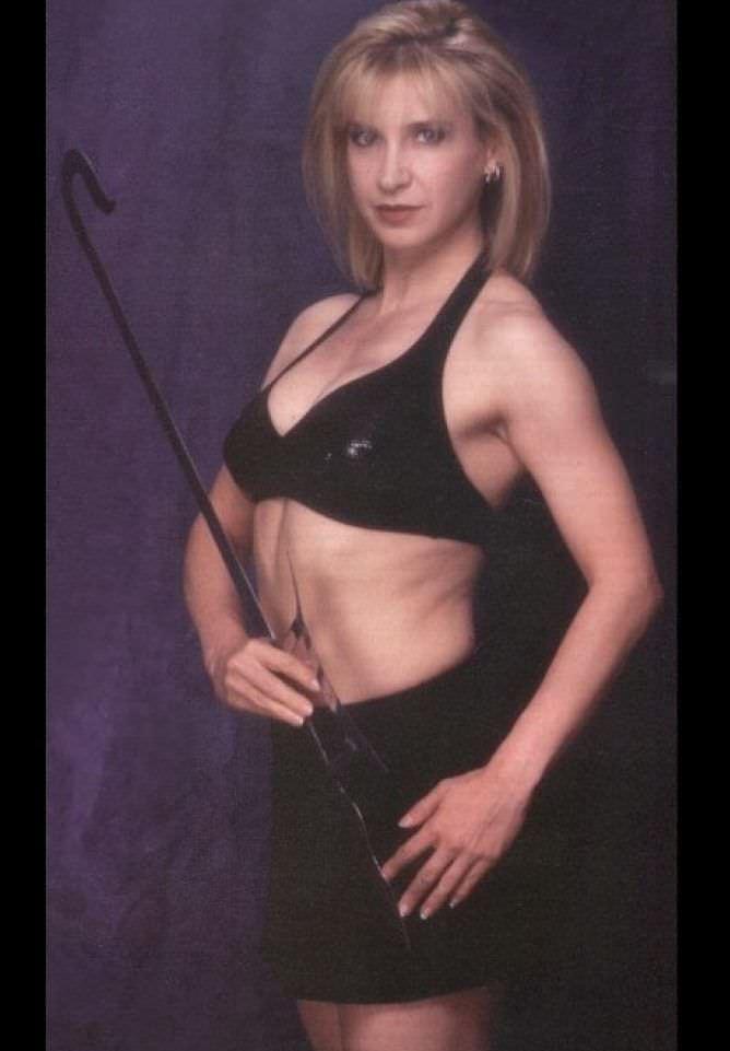 Синтия Ротрок фотогафия в чёрном купальнике