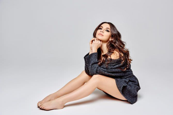 Анна Плетнёва фото в тёплом свитере