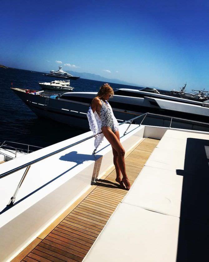 Алла Михеева фото в купальнике на яхте