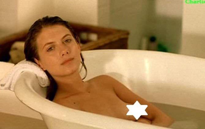 Мелани Лоран кадр в ванне