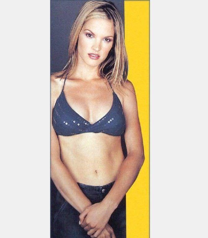 Бриджит Уилсон фотография в синем бикини