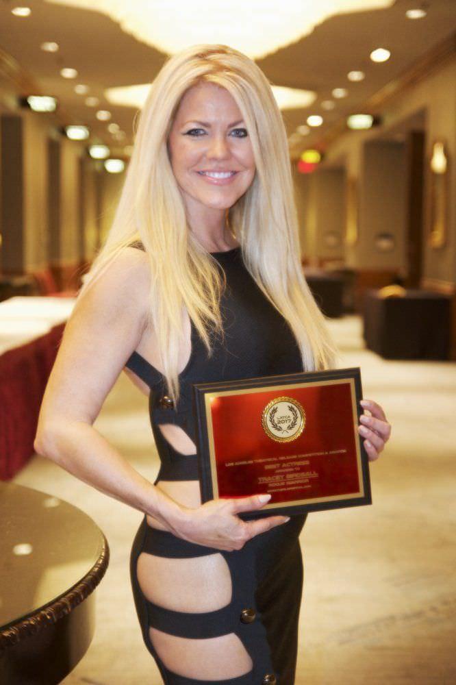 Трэйси Бердсалл фотография с наградой