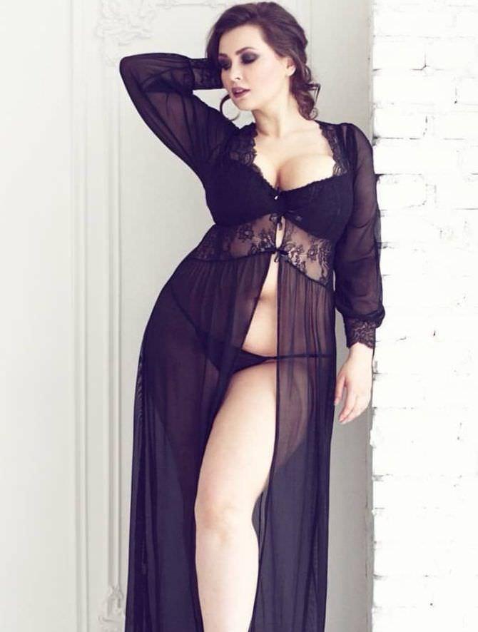 Светлана Каширова фото в чёрном пеньюаре