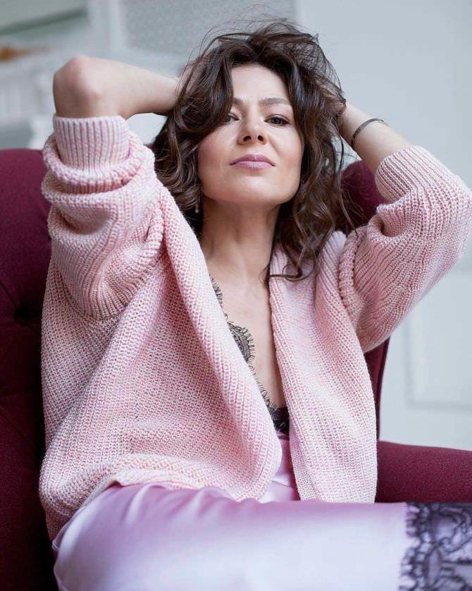 Елена Лядова фотография в розовой сорочке
