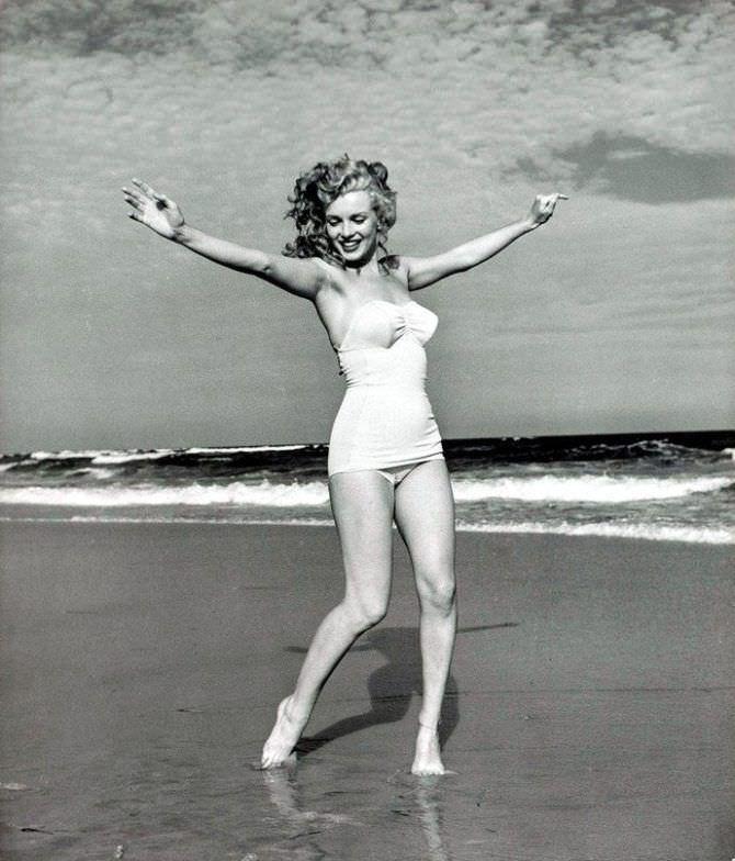 Мэрилин Монро фотография в ретро купальнике