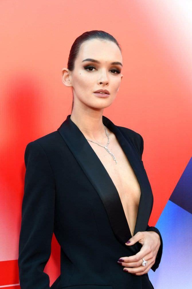 Паулина Андреева фотография в чёрном пиджаке