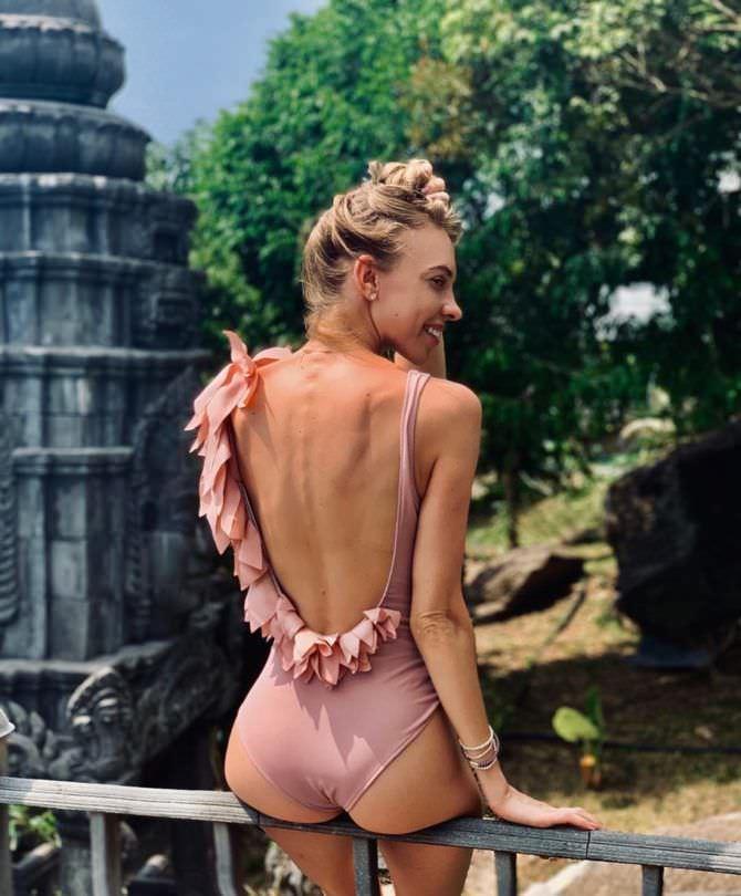 Надежда Сысоева фотография в розовом купальнике