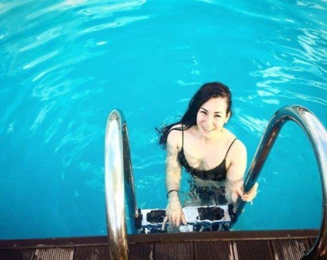Ида Галич фото в бассейне