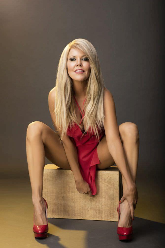 Трэйси Бердсалл фотография в красном платье