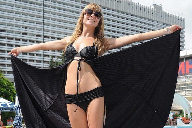 Алла Михеева фото в чёрном бикини