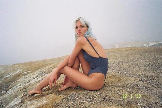 Алеся Кафельникова фото с голубыми волосами