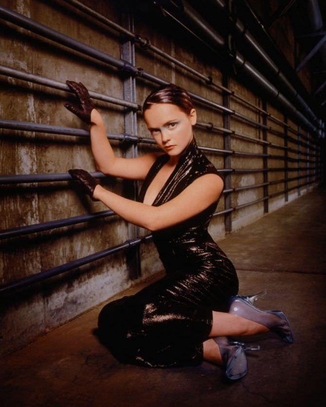 Кристина Риччи фото в чрном комбинезоне