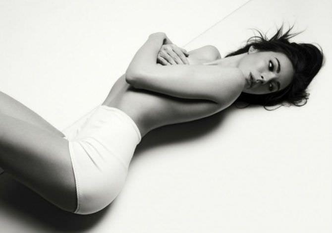 Агния Дитковските фотография в белых шортах