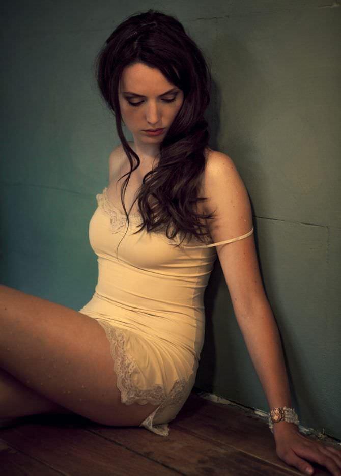 Гайте Янсен фотография в белом нижнем белье