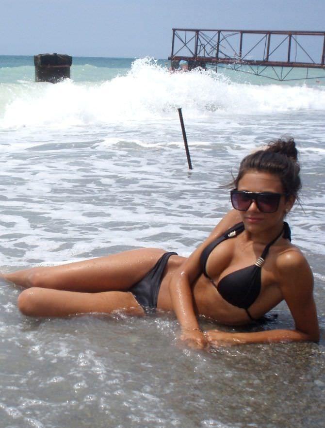 Татьяна Храмова фотография в купальнике в волнах