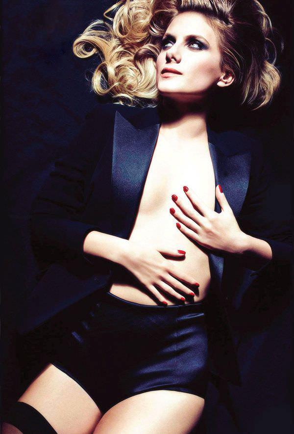 Мелани Лоран фотография в чёрном пиджаке