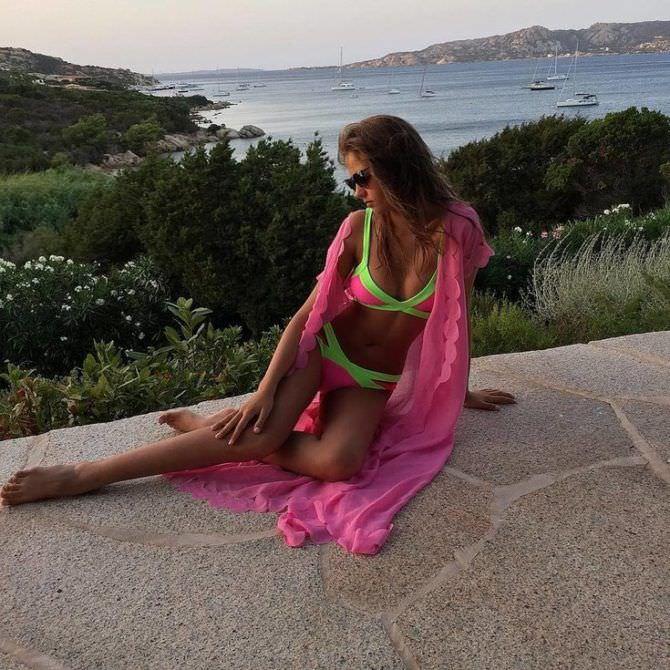 Алеся Кафельникова фотография в ярком купальнике