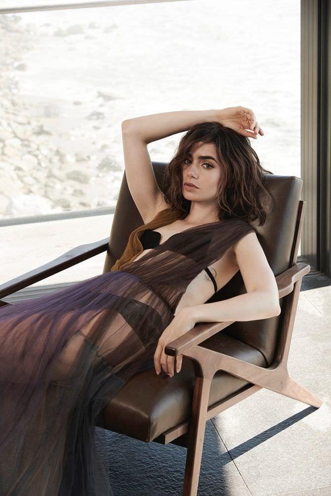 Лили Коллинз фотография в чёрном купальнике