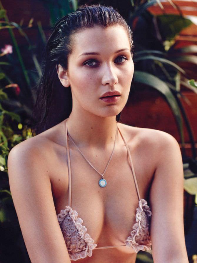Белла Хадид фото в купальнике с рюшками
