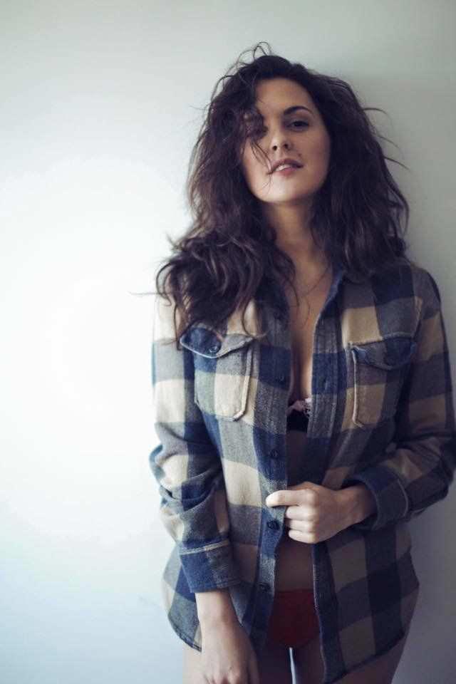 Мария Шумакова фото в клетчатой рубашке