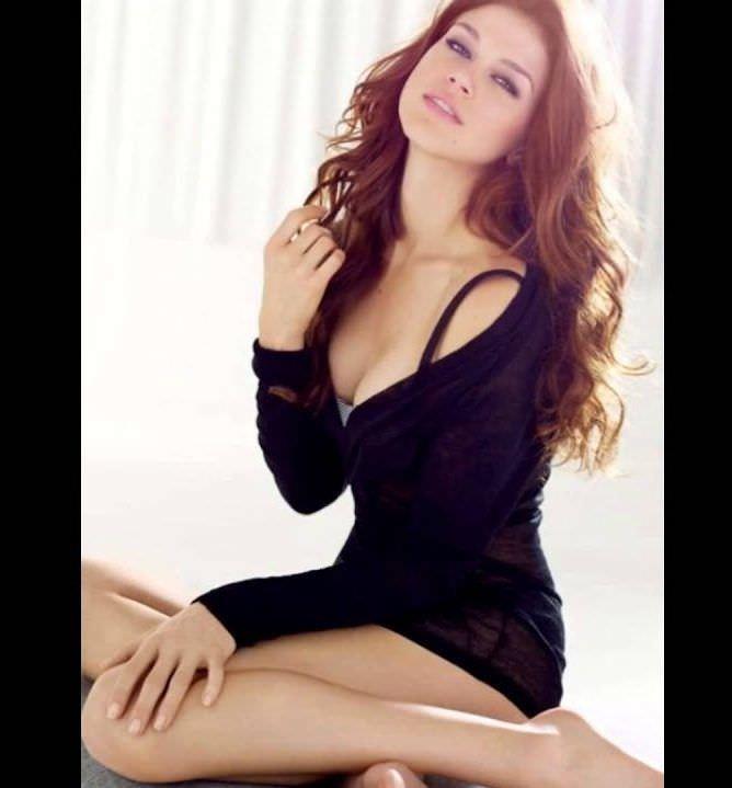 Эдрианн Палики фотография в чёрном платье