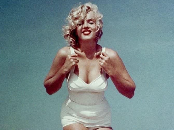 Мэрилин Монро фотография в белом купальнике
