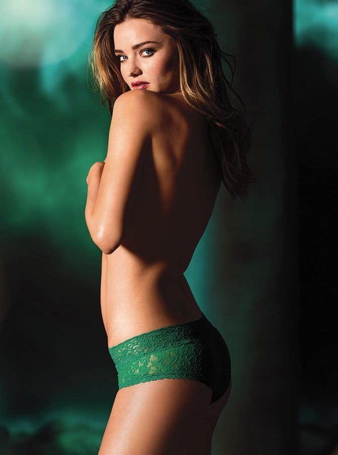 Миранда Керр фотографяи в зелёных трусах