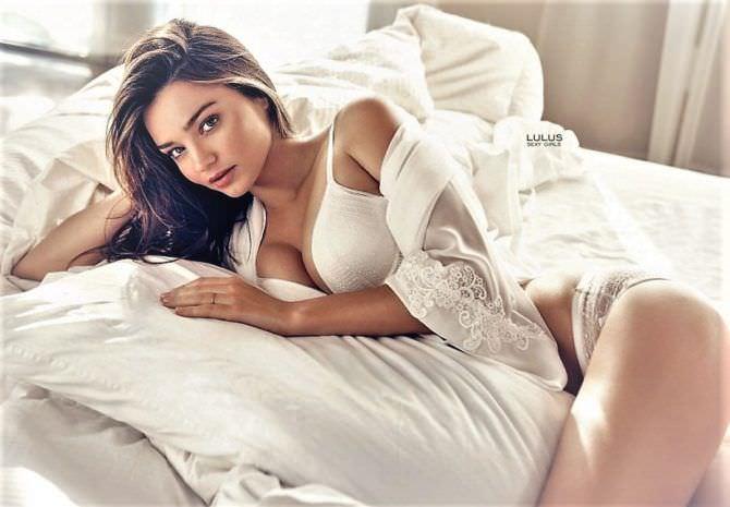 Миранда Керр фото в белье на постели
