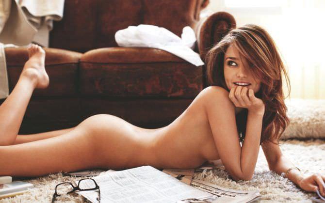 Миранда Керр фотосессия без одежды на полу