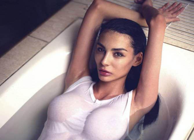 Ника Вайпер фото в мокрой майке