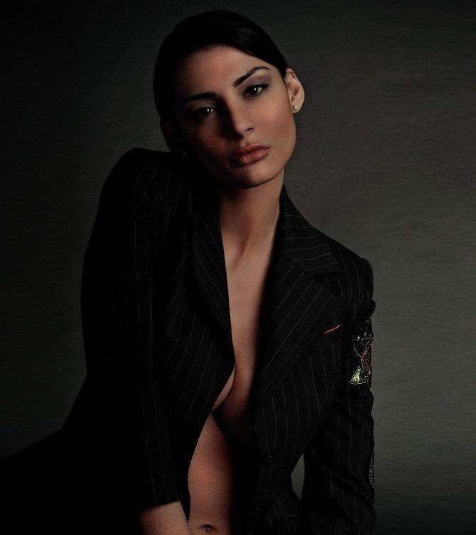 Ника Вайпер фотосессия в чёрном пиджаке