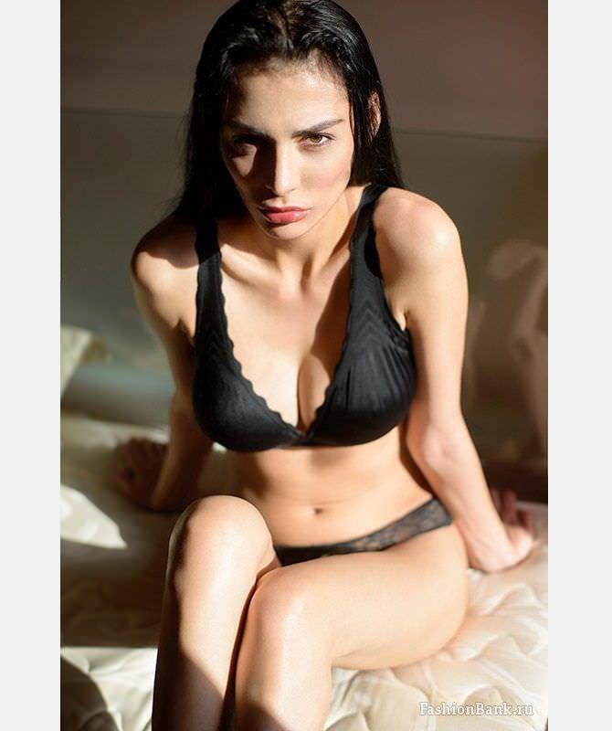 Ника Вайпер фото в кружевном чёрном белье