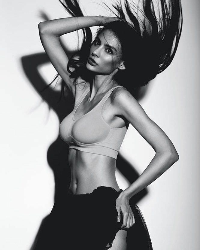 Ника Вайпер фото с растрёпанными волосами
