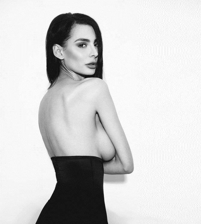 Ника Вайпер откровенная чёрно-белая фотография