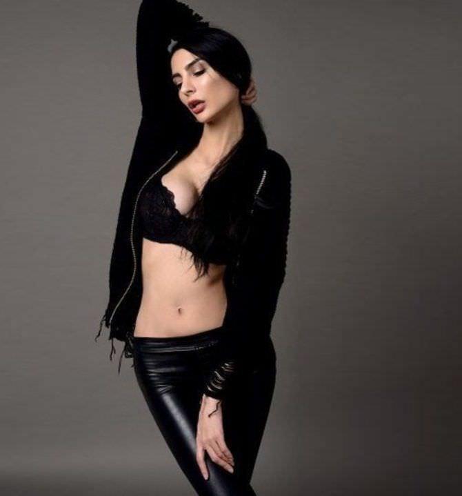 Ника Вайпер фото в чёрных брюках