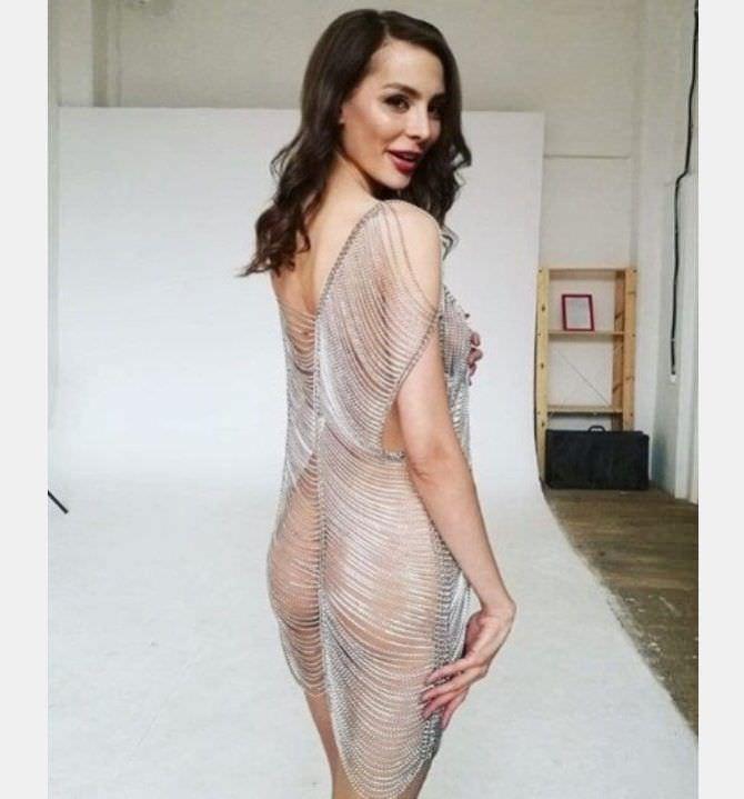 Ника Вайпер фото в серебристом платье