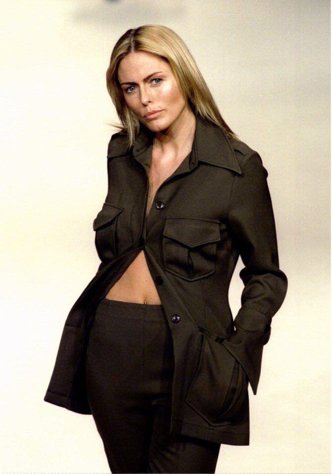 Пэтси Кенсит фото в чёрной рубашке
