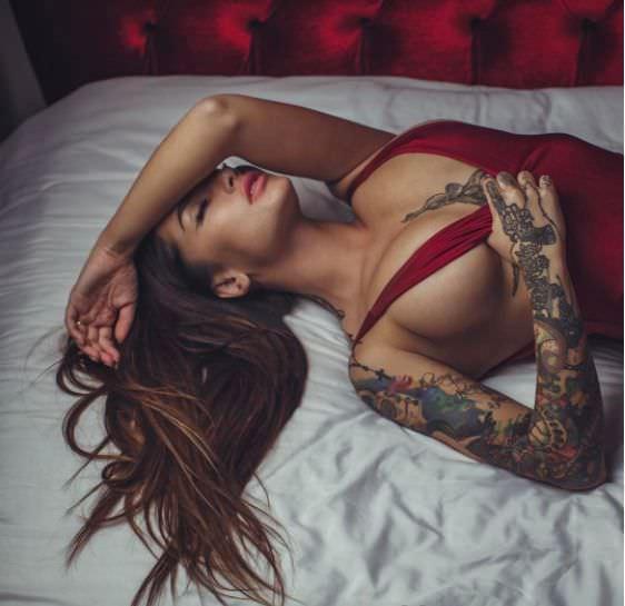 Анжелика Андерсон фото на постели