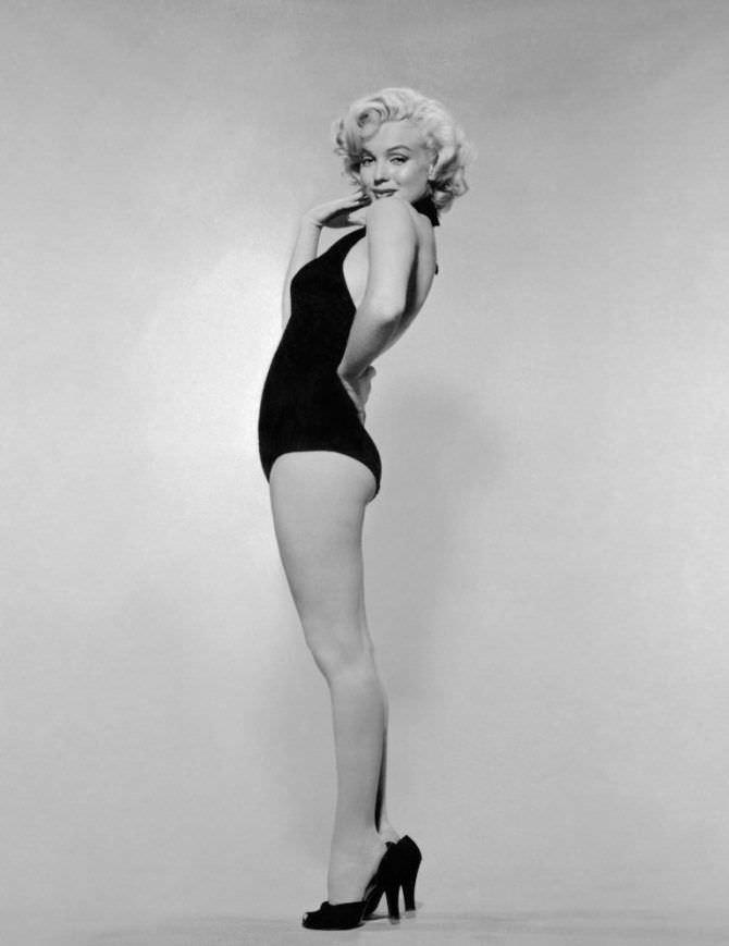 Мэрилин Монро фотография в чёрном купальнике