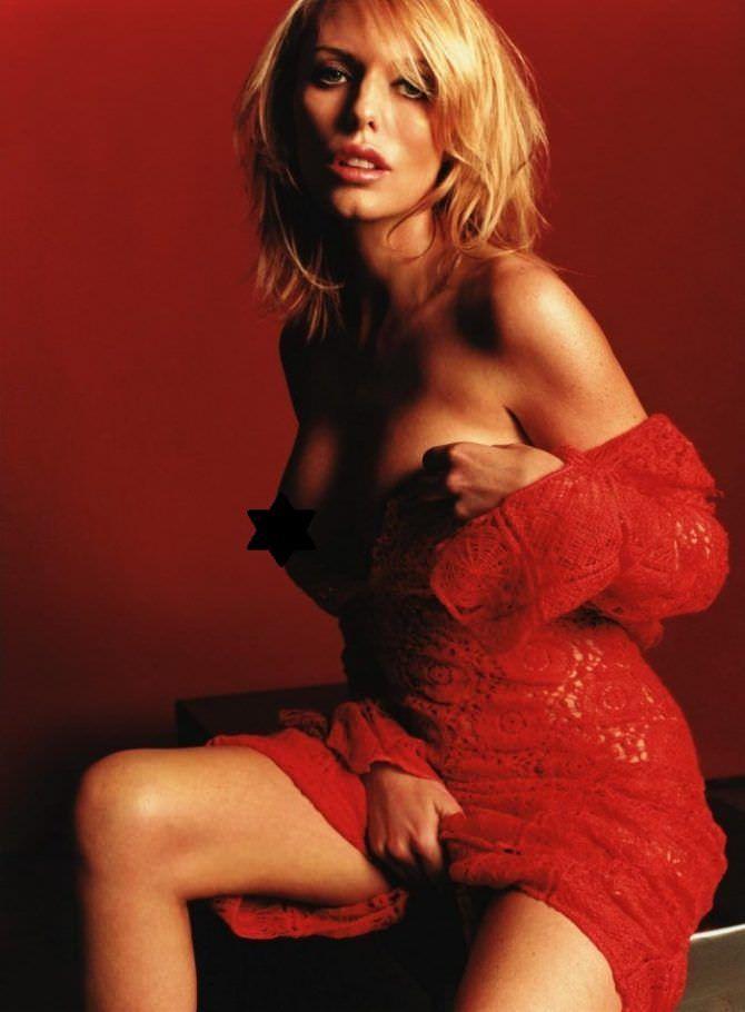 Пэтси Кенсит фото в красном платье