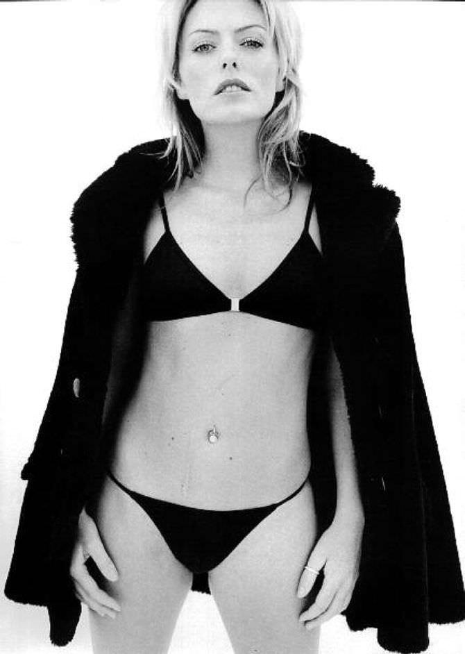 Пэтси Кенсит фотографи в бикини и шубе