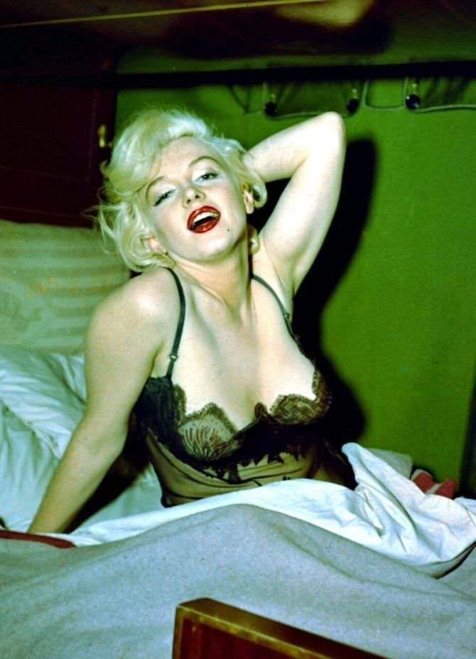 Мэрилин Монро фотография в кружевном белье
